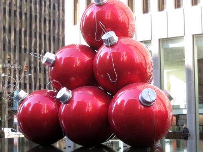 RED CHRISTMAS TREE BULBS
